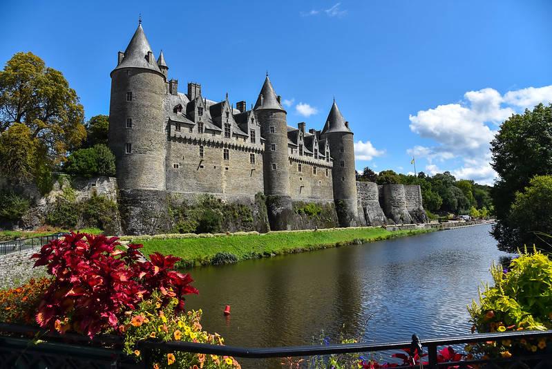 Château de Josselin dans le Morbihan face au canal de Nantes à Brest