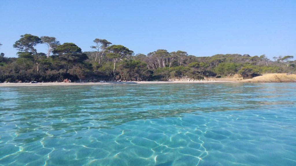 Plage Notre-Dame à Porquerolles, l'une des plus belles plages de France